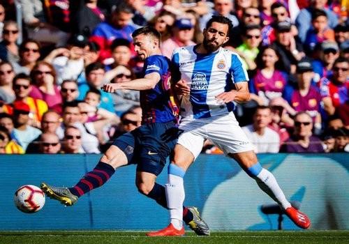 Барселона одолела Эспаньол благодаря дублю Лионеля Месси
