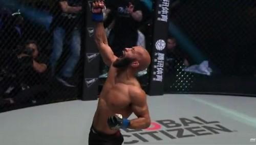 Деметриус Джонсон одержал уверенную победу в первом бою в ONE