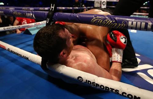 У британского боксера забрали лицензию за укус соперника