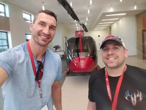 ФОТО ДНЯ. Владимир Кличко учится летать на вертолете