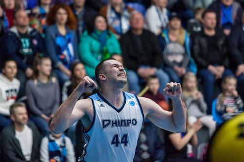 Днепр победил дома Одессу и вышел в полуфинал Суперлиги