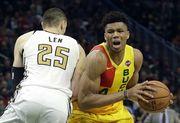 Данк Адетокунбо через Лэня в топ-10 дня в НБА