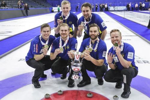 Керлингисты Швеции выиграли у Канады в финале чемпионата мира