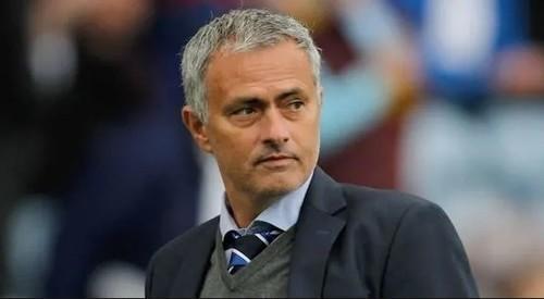 Жозе МОУРИНЬО: «Почему бы МЮ не обыграть Барселону?»