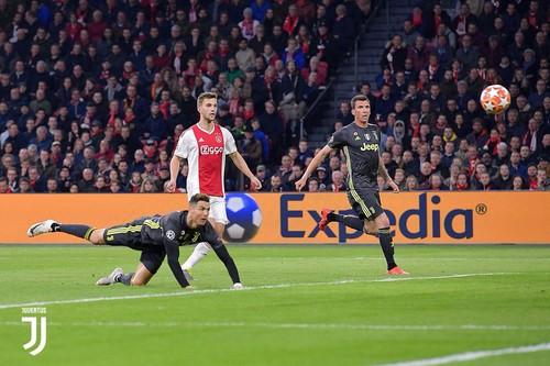 Роналду забил в плей-офф ЛЧ больше, чем следующие два игрока вместе