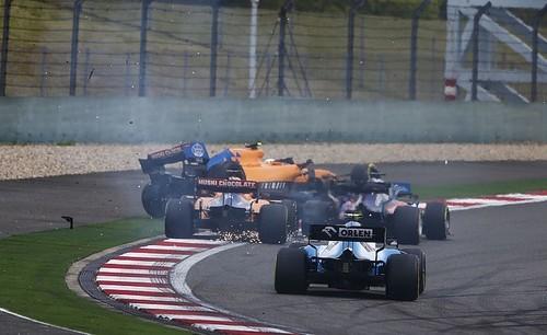 ВИДЕО. Как Квят подбил Макларен на старте гонки F1