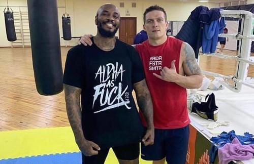ФОТО. Усику помогает американский боксер Малик Скотт
