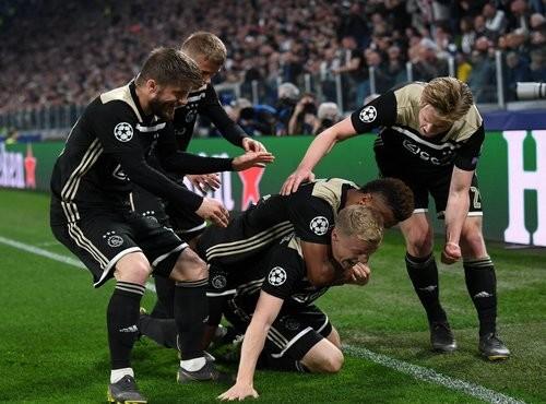 Феноменальный Аякс обыграл Ювентус и вышел в полуфинал Лиги чемпионов