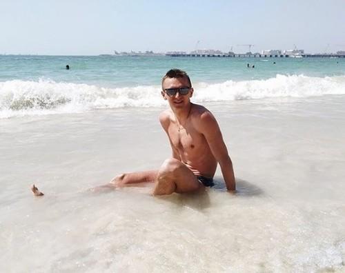 ФОТО. Пидручный с женой и дочкой отдыхает в Дубае