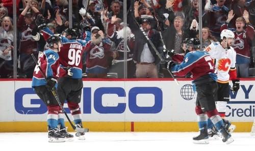 НХЛ. Колорадо неожиданно выбивает Калгари, успех Торонто