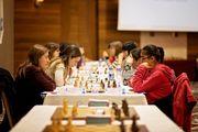 Гапоненко сыграла вничью и продолжает лидировать на ЧЕ по шахматам