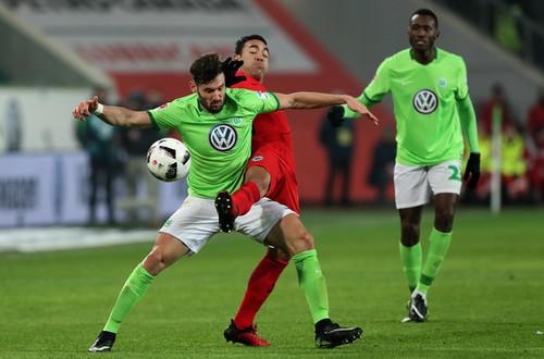 Бундеслига. Вольфсбург ушел от поражения в матче с Айнтрахтом