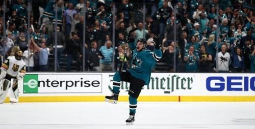 НХЛ. Бостон прошел Торонто, невероятная битва Сан-Хосе - Вегас