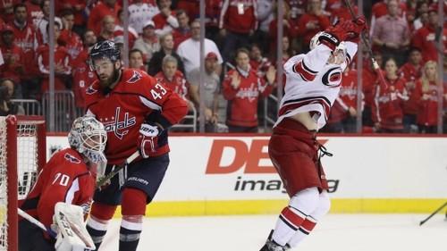 НХЛ. Два овертайма в Вашингтоне, Каролина неожиданно идет дальше