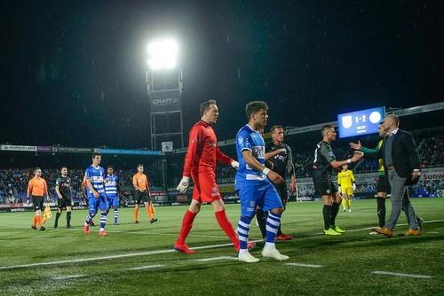 ВИДЕО. Гроза и молния прервали матч чемпионата Голландии