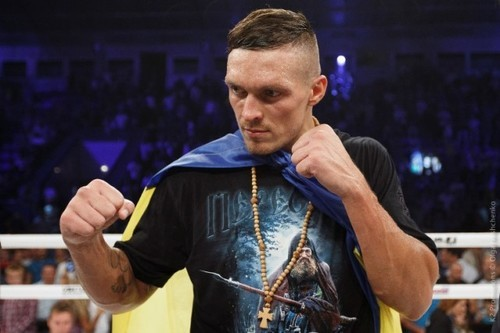 Ломаченко помогает Усику готовиться к бою