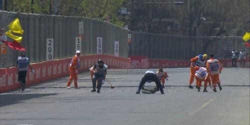 Ф-1 отменила первую практику в Баку из-за канализационных люков