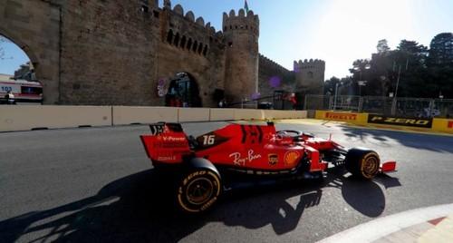 Феррари быстрее Мерседеса во второй практике в Баку