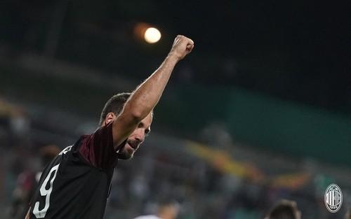 Группа F. Милан минимально одолел Дюделанж