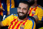 Футболист Барселоны сломал нос поп-певцу в ночном клубе