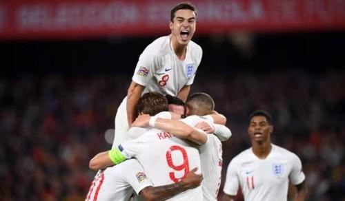 Маркус Рашфорд забивает в ворота Испании