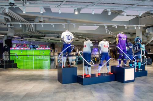 Тоттенхэм открыл самый большой в Европе клубный магазин