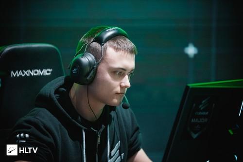 Денис Seized Костин ушел из Gambit Esports