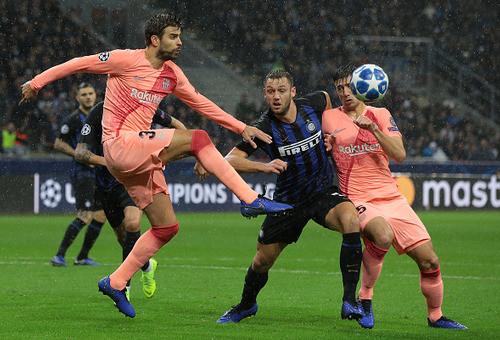 Гол Икарди спас Интер от поражения в матче с Барселоной