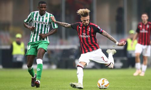Группа F. Олимпиакос разгромил Дюделанж, Милан снова потерял очки
