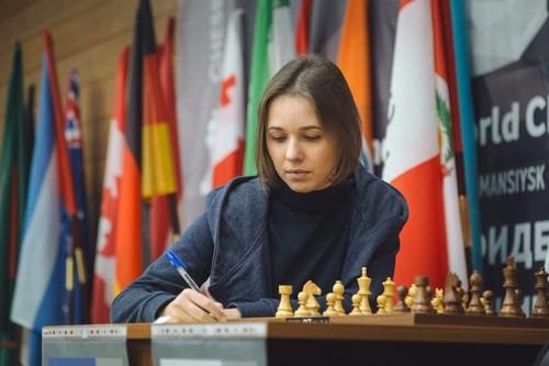 Музычук свела к ничьей первую партию полуфинала ЧМ с россиянкой