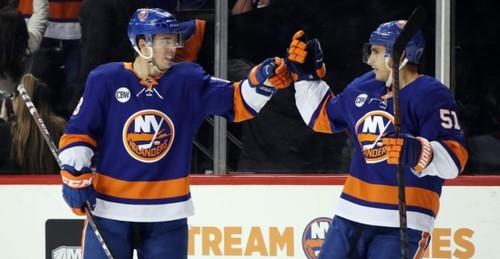 НХЛ. 12 шайб в дерби Нью-Йорка, проблемы Питтсбурга, 7 голов Коламбуса