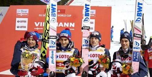 Сборная Польши выиграла первый командный старт прыгунов с трамплина