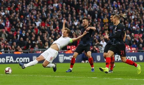Англия добыла волевую победу над хорватами и выиграла группу А4