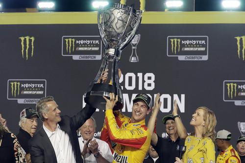 Джоуи Логано впервые в карьере стал чемпионом NASCAR