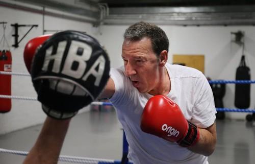 Отец Макгрегора намерен провести боксерский бой