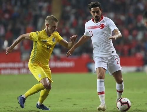 Зинченко — лучший игрок сборной Украины в матче с Турцией