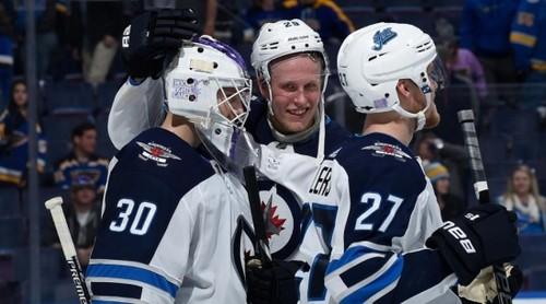 НХЛ. Форвард Виннипега забросил 5 шайб в одном матче