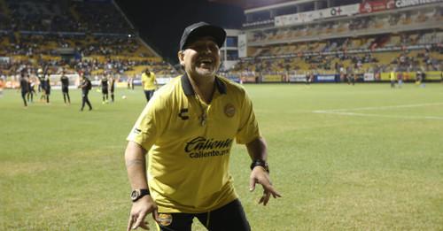 Марадона едва не ввязался в драку с фанатами