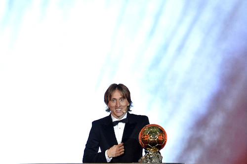 Впервые с 2007 года Золотой мяч достался не Месси и не Роналду