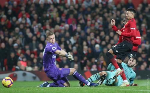 Манчестер Юнайтед спас ничью в напряженном матче с Арсеналом