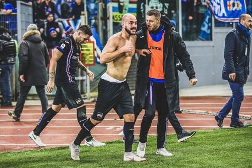 ФОТО ДНЯ. Фанаты Сампдории сорвали трусы с героя матча против Лацио