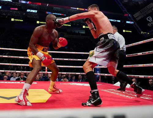 Гвоздику вручили именной чемпионский пояс от WBC