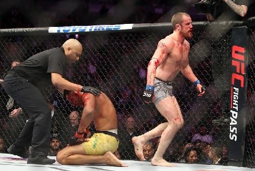 ВИДЕО ДНЯ. Кошмарное рассечение в поединке MMA