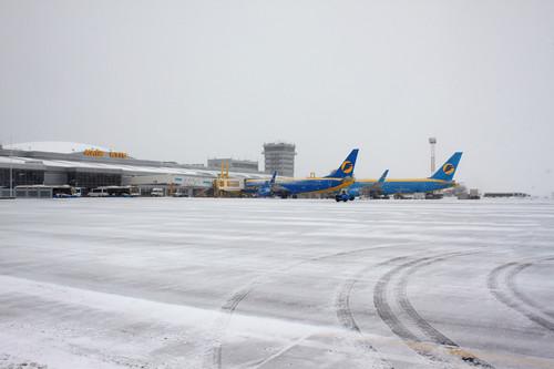 Футболисты и фаны Лиона не могут вылететь из Киева из-за снегопада