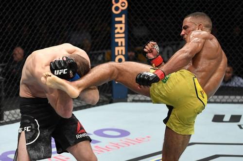 UFC on Fox 31: Барбоза нокаутировал Хукера