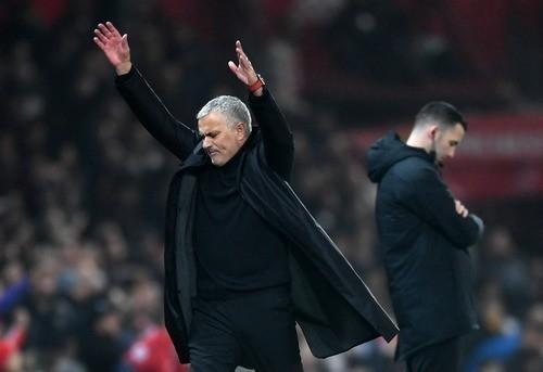 Манчестер Юнайтед уволил Моуриньо, Зинченко забил пенальти за Сити