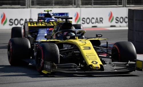 Курьез этапа Ф-1 в Баку. Риккардо сдавал задом и врезался в Квята