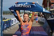ФОТО. Єлістратова перемогла на етапі КЄ з триатлону в Туреччині