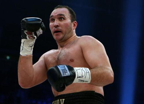 Усик может провести бой против 42-летнего российского боксера