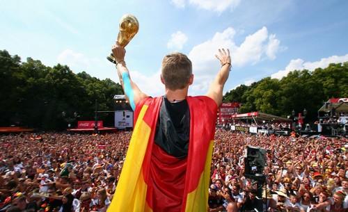 Швайнштайгер объявил о завершении карьеры